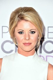Katie Peterson rocked a beehive at the People's Choice Awards.