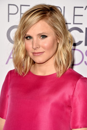 Kristen Bell's shoulder-length waves at the People's Choice Awards were equal parts edgy and cute.