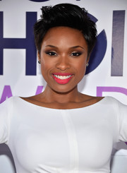Jennifer Hudson chose a lovely pink lip color for an ultra-girly finish to her look.