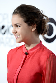 Bailee Madison wore her hair in a messy bun during the People's Choice Awards.