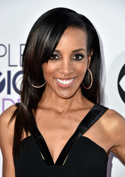 Shaun Robinson opted for a simple straight 'do with side-swept bangs when she attended the People's Choice Awards.