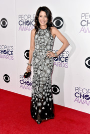 Lisa Edelstein was summer-glam at the People's Choice Awards in a black-and-white Naeem Khan floral gown.