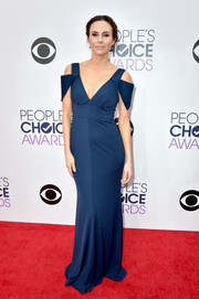 Keltie Knight looked simply divine at the People's Choice Awards in a sapphire Bariano gown featuring a plunging neckline and draped sleeves.
