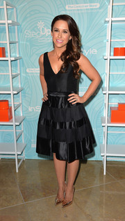 Lacey Chabert looked very elegant in a V-neck fit-and-flare LBD by Halston Heritage during the Inspiration Awards.