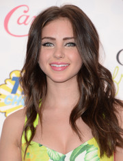 Ryan Newman wore her hair loose with a center part and lovely waves during the Teen Choice Awards.