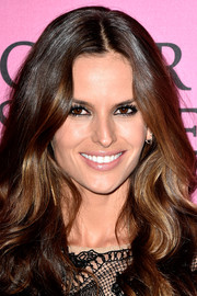 Izabel Goulart looked oh-so-beautiful with her face-framing waves at the Victoria's Secret fashion show after-party.