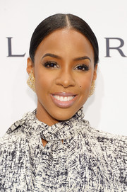 Kelly Rowland wore her hair in a classic center-parted chignon during the amfAR New York Gala.