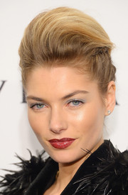 Jessica Hart chose a rich red lip color for a glam finish to her beauty look.