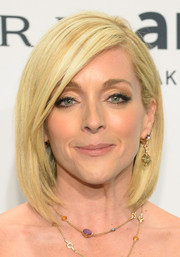 Jane Krakowski kept it trendy with this layered shoulder-length bob at the amfAR New York Gala.