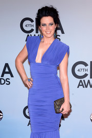Shawna Thompson added subtle sparkle to her ensemble with a bejeweled clutch when she attended the CMA Awards.
