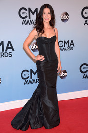 Joy Williams was bondage-chic in a black Romona Keveza corset top during the CMA Awards.