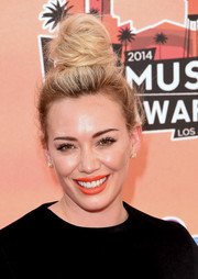 Hilary Duff perked up her beauty look with bright orange lipstick.