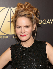 Jennifer Jason Leigh got a little playful with her look when she wore this mass of hair knots to the Art Directors Guild Awards.
