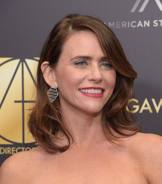 Amy Landecker topped off her look with a subtly wavy 'do when she attended the Art Directors Guild Awards.