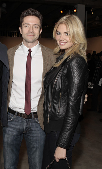 Topher Grace dressed up classic jeans and a blazer with a cranberry skinny tie at the Pieces of Heaven event in LA.