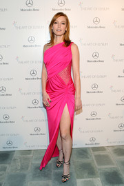 Alicia Witt chose a one-shoulder gown in a striking neon pink hue for the Art of Elysium's Heaven Gala.
