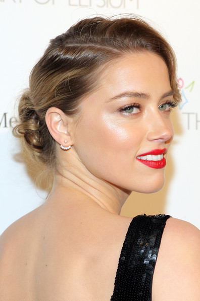 Amber Heard chose a bright red lip color for an alluring finish to her look.