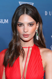 Emily Ratajkowski added major glamour with a pair of chandelier earrings by David Webb.