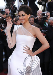 Sonam Kapoor paired her elegant look with gunmetal gray nail polish at the premiere of 'The Artist.'
