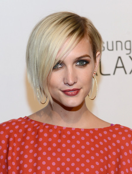 Ashlee Simpson Side Parted Straight Cut
