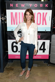 Ashley Greene flaunted her slim legs in a pair of blue skinny jeans.