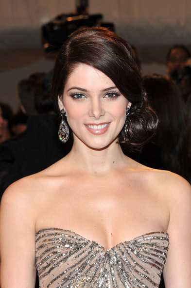 Ashley Greene Chignon