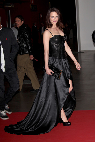 Asia Argento Oversized Clutch [red carpet,carpet,clothing,dress,fashion model,fashion,flooring,hairstyle,gown,premiere,convivio - arrivals,asia argento,convivio,milan,italy,charity gala event]