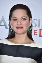 Marion Cotillard opted for a slicked-back, straight hairstyle when she attended the 'Assassin's Creed' photocall in Paris.