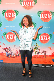 Lyndie Greenwood teamed her top with a pair of dark-wash skinny jeans.