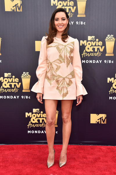 Aubrey Plaza Evening Pumps [movie,flooring,fashion model,yellow,carpet,red carpet,leg,fashion,thigh,cocktail dress,aubrey plaza,tv awards,santa monica,california,barker hangar,mtv]