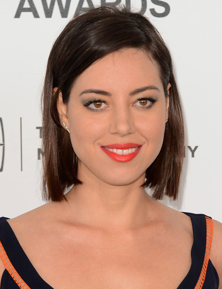 Aubrey Plaza Side Parted Straight Cut