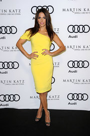 Azita Ghanizada wore a sunshine yellow one-shoulder evening dress for the Golden Globes party.