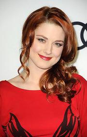 Alexandra Breckenridge wore her coppery locks in a sweet side ponytail at the 2012 Golden Globe Awards celebration.
