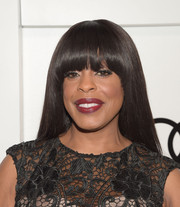 Niecy Nash wore her hair straight with rounded, eye-grazing bangs during Audi's celebration of Emmys week.