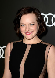 Elisabeth Moss wore her hair short and sweet with lovely curls during the Golden Globes Weekend celebration.