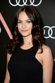 Alexis Knapp looked adorable with her bouncy curls at the Golden Globes Weekend celebration.
