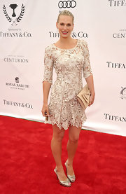 Molly Sims gave her textured crochet skater dress a feminine finish with a nude bow-adorned envelope clutch.