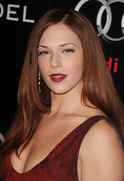 Amanda Righetti punched up her look with plump red lips.