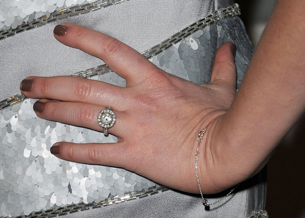 Sara Rue showed off her decadent diamond ring at the 2011 Golden Globe celebration.