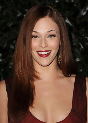 Amanda Righetti rocked straight long locks at the 2011 Golden Globe Awards.