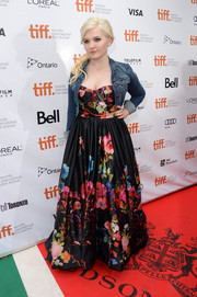 Abigail Breslin avoided a too-formal look by layering a denim jacket over her floral gown at the premiere of 'August: Osage County.'