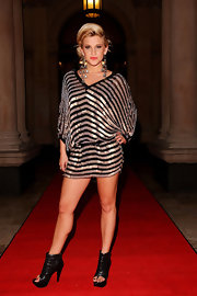 Ashley Roberts stroke a pose for the photog's as she flaunted her stripped draped dress. She paired her loose dress with a pair of funky black ankle boots.