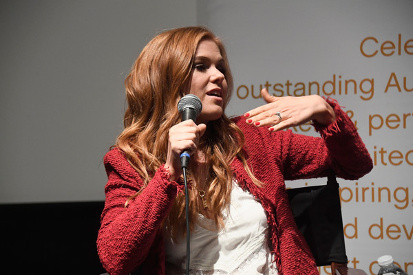 More Pics of Isla Fisher Long Wavy Cut (1 of 6) - Long Hairstyles Lookbook - StyleBistro