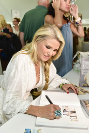 Christie Brinkley showed off a stylish blue statement ring while signing copies of her book.