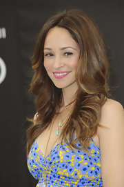 We can't get over Autumn Reeser's big and bouncy waves.