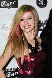 Avril Lavigne paired her sparking pink dress with a black statement neckalce.