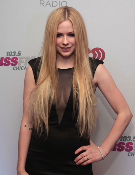Avril Lavigne Long Straight Cut [hair,blond,hairstyle,long hair,clothing,beauty,hair coloring,pink,layered hair,human,kiss fm,kiss fm\u00e2,avril lavigne,united center,chicago,il,backstage,jam audio collection,jingle ball 2013]