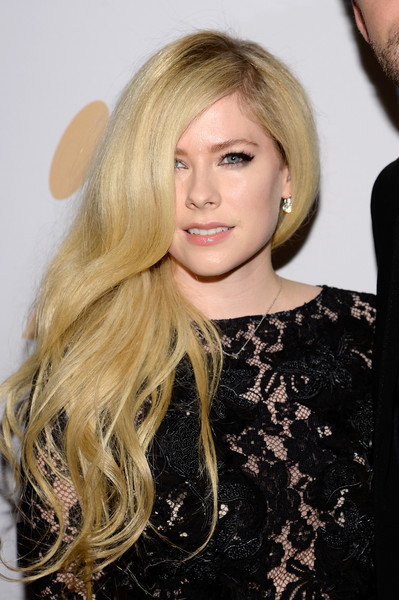 Avril Lavigne Side Sweep [hair,blond,hairstyle,long hair,layered hair,eyebrow,beauty,lip,chin,hair coloring,irving azoff,avril lavigne,arrivals,salute to industry icons,beverly hills,california,the beverly hilton hotel,pre-grammy gala]