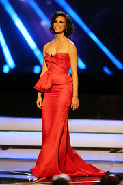 Morena Baccarin showed off her slender frame with a red strapless silk mermaid gown.