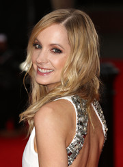 Joanne Froggatt left her hair loose with subtle waves for the BAFTA celebration of 'Downton Abbey.'